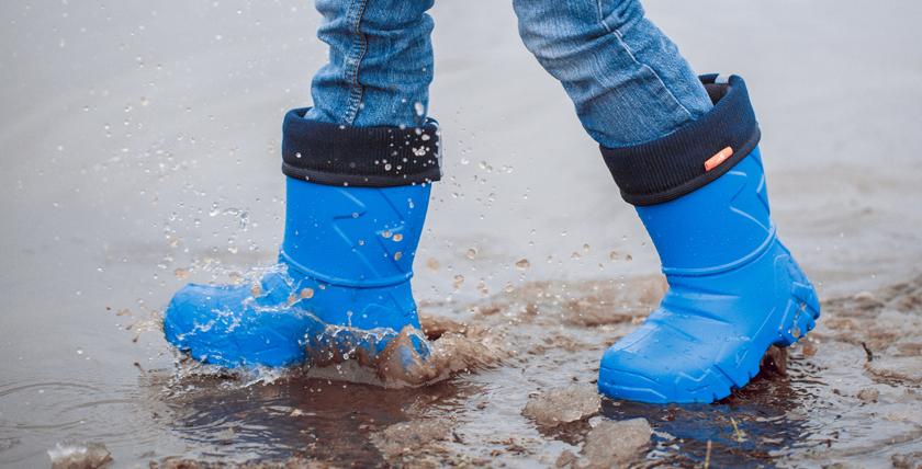 Псковская фабрика стала активно внедрять обувь из ПВХ